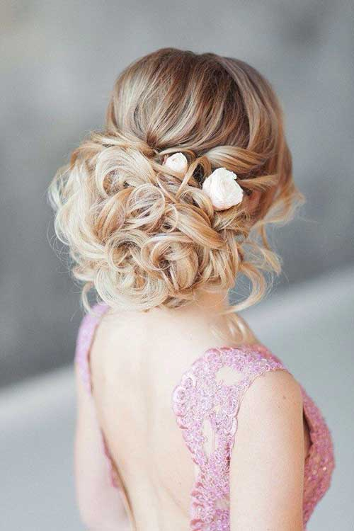 FWD Vivah 12Things To Note While Choosing The Perfect Hairstyle That Goes With Your Wedding Attire (1)